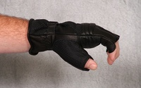 Tm_gel_cruiser_2_fingerless_gloves_side