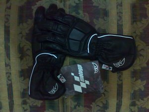 Moto_gp_pylon_gloves_a