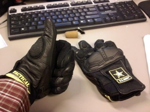 Motorcycle_gloves